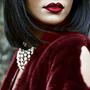 Бордовый цвет для женщины: от платья до лака
