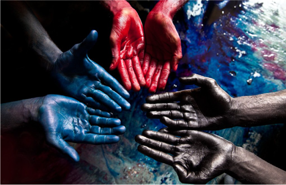 Сочетание черного,синего и краного цвета