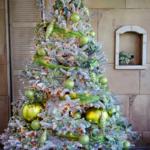зленые украшения на елку
