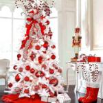 красные украшения на елку